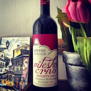 vino_lovrec_vitesko_crno_dizajn_etikete_za_vino_1
